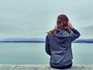Geniet van comfort in een zachte trui, zoals de hoodie