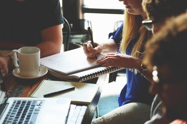 Wil je eens iets serieus ondernemen met je vrienden? Ga vrijwilligerswerk doen!