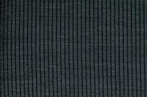 Kies voor een van dé trends onder de must-have broeken: verticale strepen