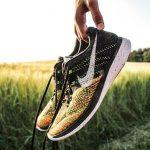 Modieuze sneakers mogen niet ontbreken aan jouw sporty chic look