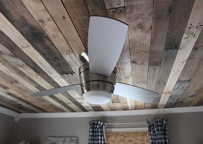 Plafond van palletten