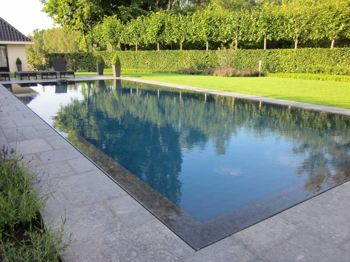 Prachtige zwembaden in je tuin: het overloopzwembad