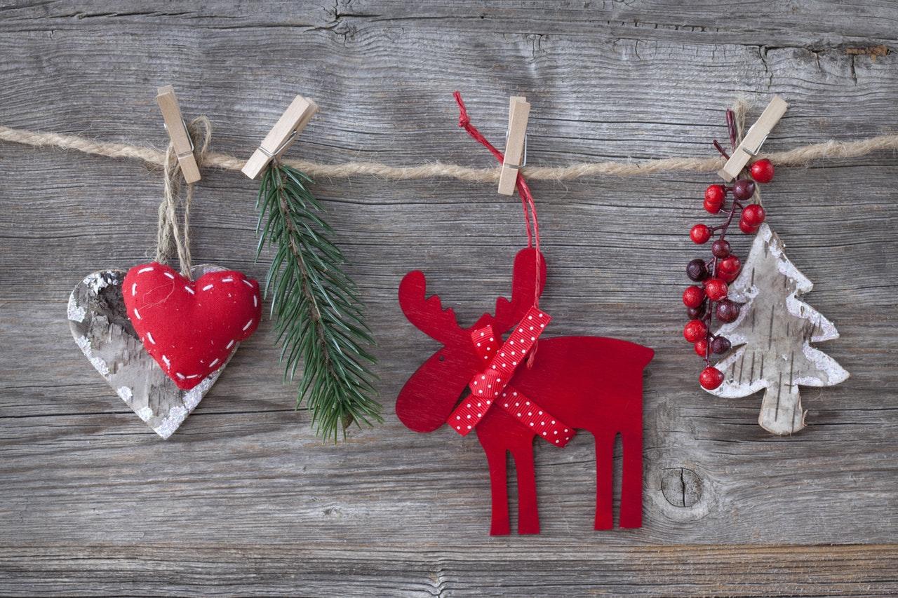 Moderne kerstversiering? Ga voor een minimalistische kerstboom