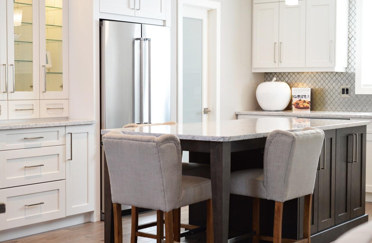 Voordelen van de bar in de keuken: rust in de ochtend
