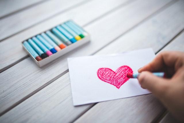 Schrijf een liefdesbrief in boekvorm voor je partner: zo speciaal!