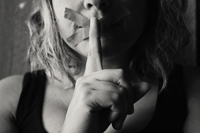 8x Dit zijn de tekenen van een relatie met een narcist: wees gewaarschuwd!