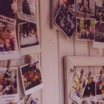 Foto's aan de wand in je interieur: speels met wasknijpers