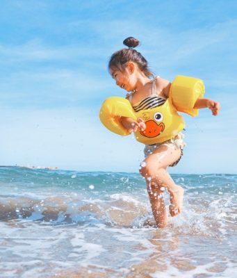 meisje in zee