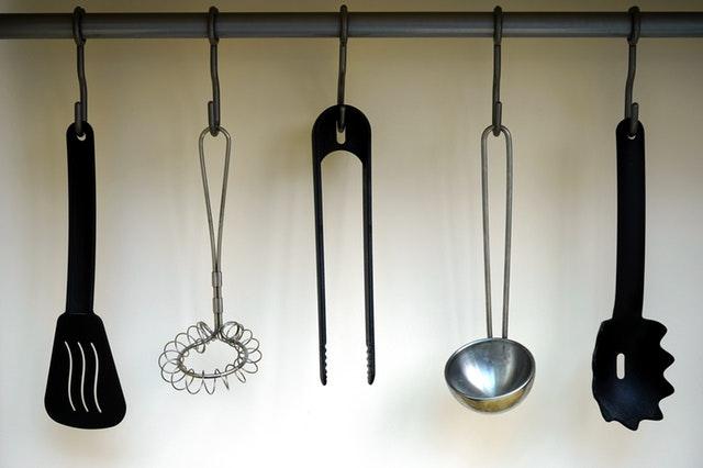 Keukengerei ophangen aan de muur: tips voor een opgeruimde keuken