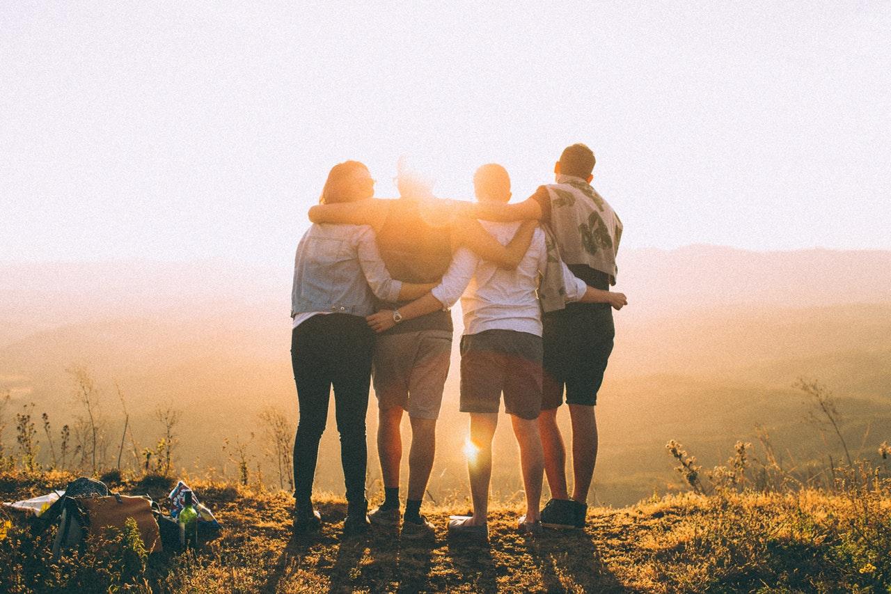 Party time! Ontdek de voordelen van een vakantie met vrienden