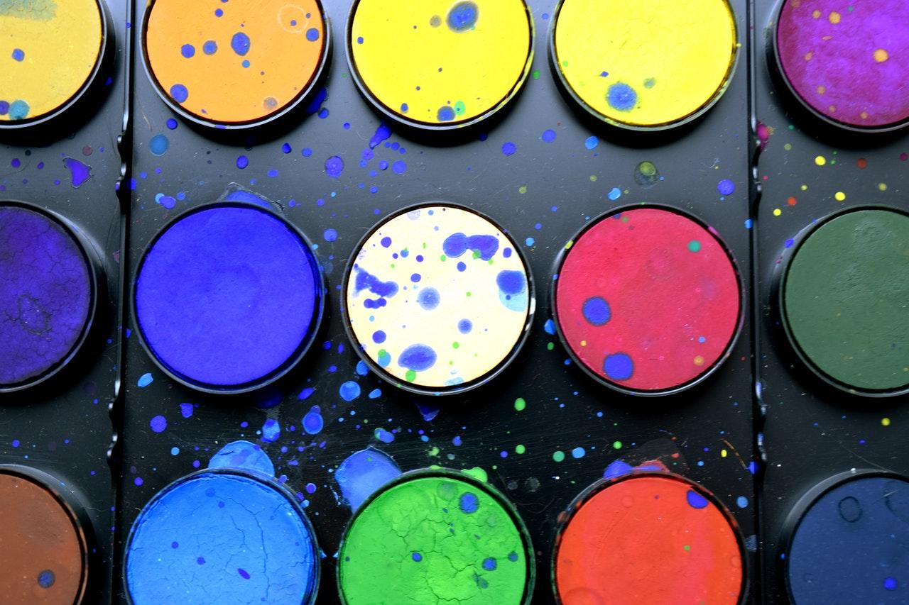 Meer kleur in huis: geef de muur een lik verf