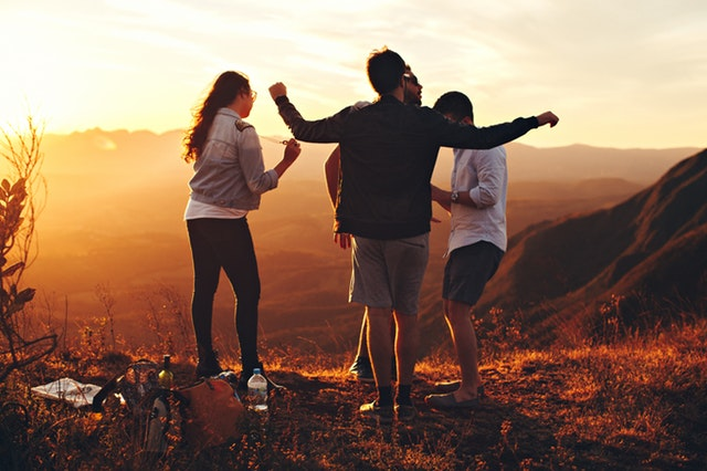 Gezelligheid en een boel mensen om je heen: dit zijn de voordelen van een vakantie met vrienden