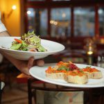 Romantische dates die altijd goed zijn: uiteten in jullie favoriete restaurant