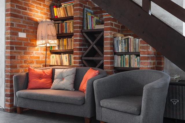 Ga voor meerdere rijen van boeken in huis
