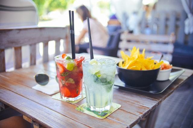 Een klassieker onder de dates: samen een drankje doen in de stad