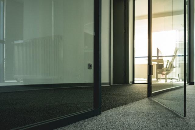 Glazen deuren in huis: een wonderschone toevoeging