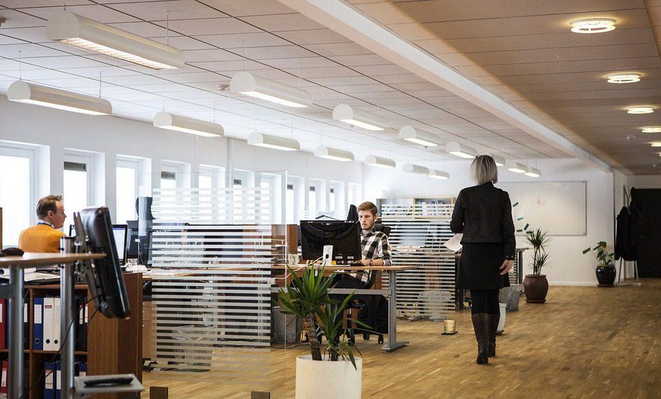 warme of koude verlichting op kantoor