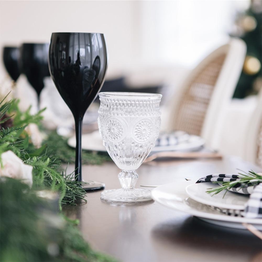 Zwarte wijnglazen