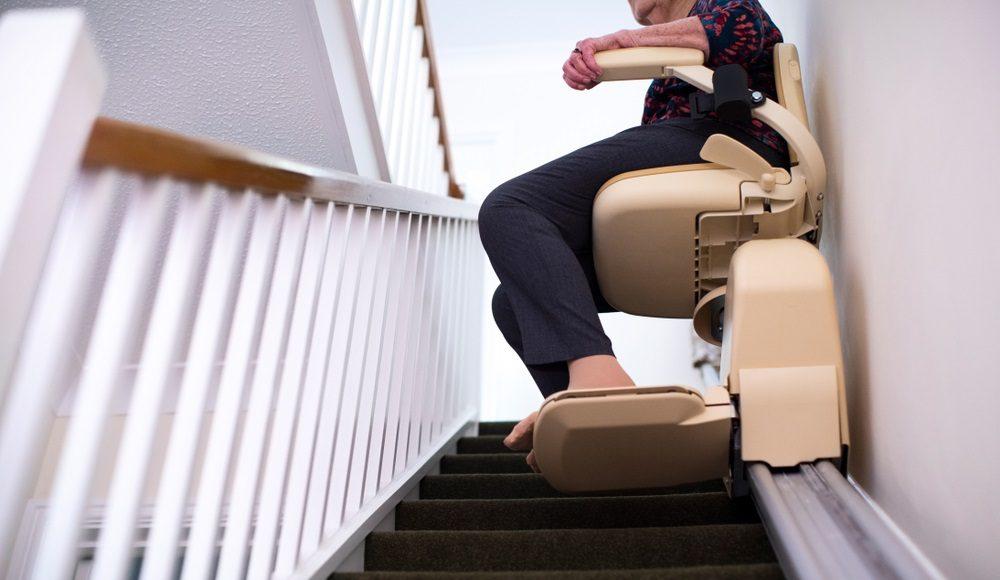 Uitgelegd dit is hoe een traplift werkt